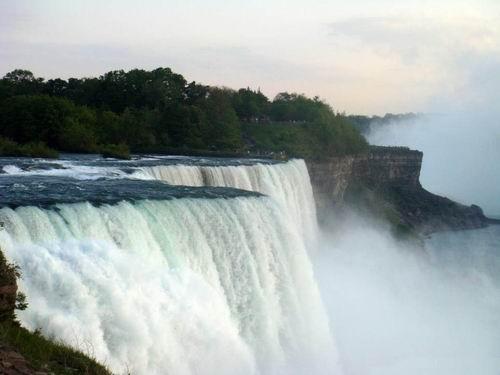 世界上最大最宽的瀑布
